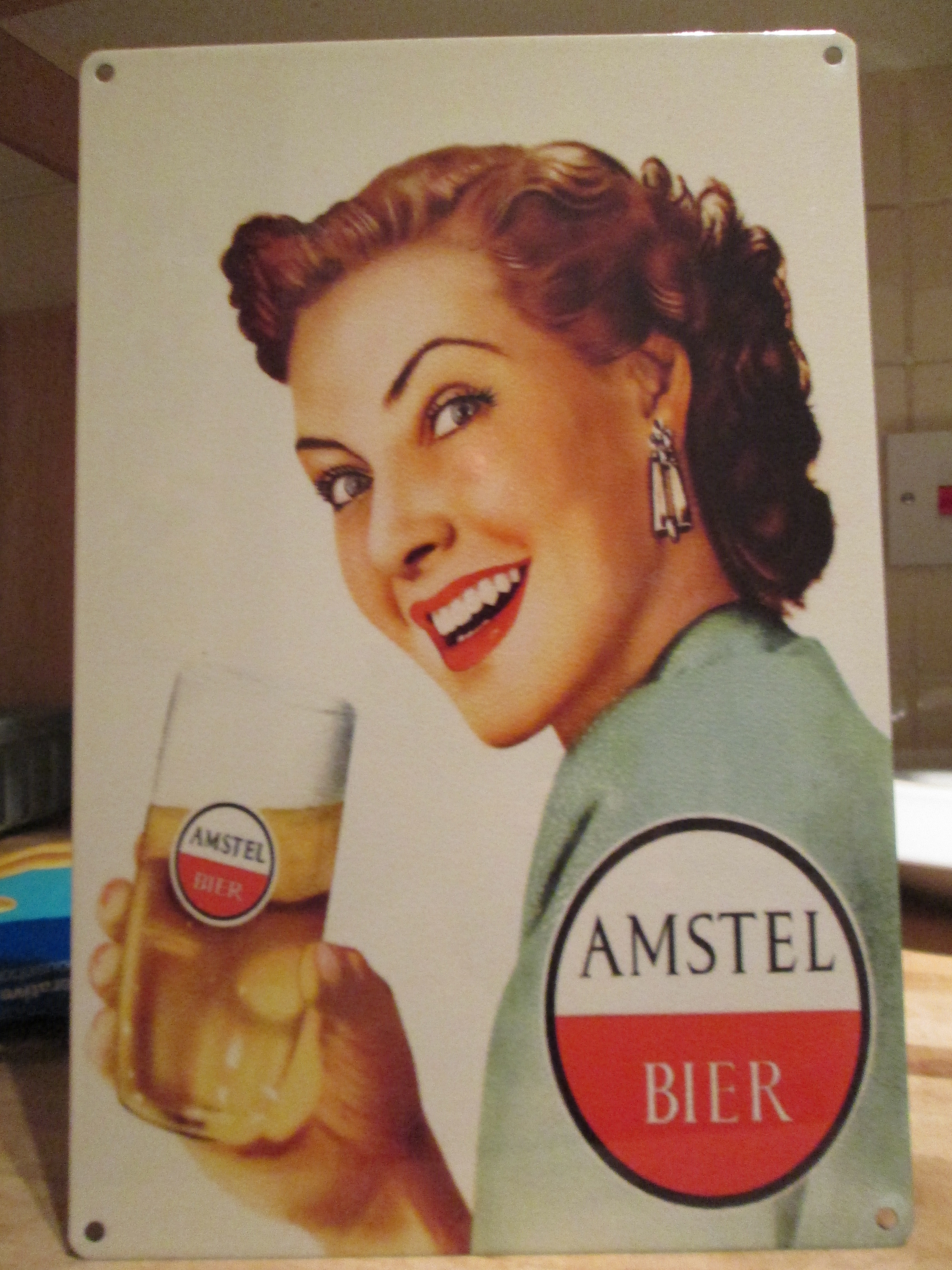 Emakume bat Amstel edaten